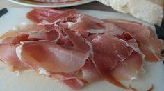 Zkuste si vyrobit domácí šunku: Návod krok za krokem – Napadov.cz Carne, Parma Ham, Food 52, No Cook Meals, Potato Salad, Food To Make, Pesto, Pork, Food And Drink