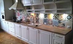 Drewno – naturalny i trwały materiał na blaty kuchenne.  Fot. Studio Szufladka - meble na wymiar, Węgrzyce