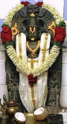 Sri Balaji Travels Offers one of the best Best Tirupati package from Bangalore with Quality and Affordable Pilgrimage from Bangalore with assured darshan. For booking call 8296359444 Shiva Art, Krishna Art, Hindu Art, Hare Krishna, Lord Murugan Wallpapers, Lord Krishna Wallpapers, Lord Jagannath, Lord Ganesha Paintings, Hindu Statues