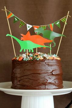 Make a ROAR-some dinosaur birthday cake with these easy printable dinosaur cake toppers 3rd Birthday Parties, Birthday Fun, Birthday Ideas, Easy Kids Birthday Cakes, Fete Laurent, Dinosaur Birthday Cakes, Dinosaur Cake Easy, Dinosaur Food, Party Mottos