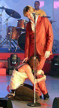 """Bowie ospite di """"Quelli che il calcio"""" con la conduttrice Simona Ventura ai suoi piedi"""