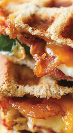 Jalapeño Popper Grilled Cheese - Everyone's favorite jalapeño poppers made into the most epic grilled cheese. Sandwich Recipes, Lunch Recipes, Great Recipes, Delicious Sandwiches, Wrap Sandwiches, Yummy Appetizers, Appetizer Recipes, Burgers And More, Good Food