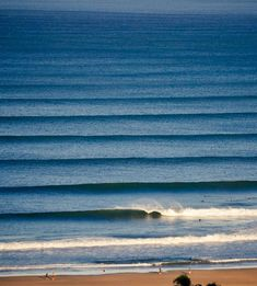 Corduroy wave lines in Costa Rica. North swell in Tamarindo Costa Rica. Tamarindo Costa Rica Surf Guide be Samba to the Sea.