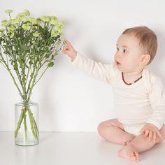 Liebst Du Blumen auch?  Do you ❤ flowers too?  Artikel/article 1701052 Wolle/Seide wool/silk  #selana #biokinderkleidung #ecofashion #greenfashion #organicfashion #ecofriendly #fairfashion #sustainablefashion #responsiblefashion #knitting #babyfashion #instababy #babyoutfit #baby #onlineshop #organicclothes #babykleidung #geschenkidee #familienzeit #newborn #momlife #instamom #swissmade #babyknitwear #swissmama #woolsilk #babybody Baby Outfits, Green Fashion, Sustainable Fashion, Wool, Knitting, Flowers, Silk, Baby Coming Home Outfit, Tricot