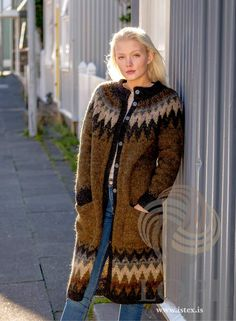 Ravelry: Síðsumarskápa pattern by Védís Jónsdóttir for Ístex Girl Dress Patterns, Coat Patterns, Blouse Patterns, Knitting Patterns, Skirt Patterns, Clothes Patterns, Punto Fair Isle, Knitted Coat Pattern, Icelandic Sweaters