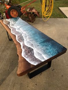 Brilliant Wood and Resin Table Brings Ocean Shores Indoors – Miif Plus Brilliant Holz und Harz Tisch bringt Ocean Shores drinnen – Miif Plus Epoxy Wood Table, Epoxy Resin Table, Wood Tables, Diy Wood Table, Slab Table, Farm Tables, Kitchen Tables, Rustic Table, Dining Tables