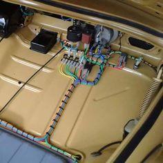 Perfect wiring done on a Volkswagen bug db°~° Volkswagen Beetle, Vw T1, Custom Vw Bug, Vw Rat Rod, Vw Super Beetle, Old Dodge Trucks, Car Audio Installation, Vw Engine, Vw Classic