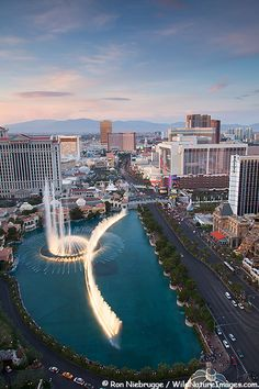 ✯ Dancing waters show in front of the Bellagio Hotel and Casino, Las Vegas, Nevada