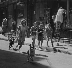 Robert Doisneau // Rue Saint-Louis Paris 1949. ( http://www.gettyimages.co.uk/detail/news-photo/rue-saint-louis-en-ile-news-photo/121512392