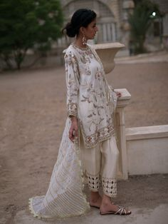 Designer Dresses plus size Eid Outfits, Pakistani Outfits, Pakistani Engagement Dresses, Pakistani Dress Design, Pakistani Bridal, Shalwar Kameez Pakistani, Bridal Lehenga, Shadi Dresses, Indian Dresses