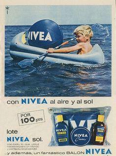 La pelota Nivea!! Vintage Packaging, Vintage Labels, Vintage Ads, Vintage Advertising Posters, Vintage Advertisements, Vintage Posters, Nostalgia, Curious Cat, Retro Ads