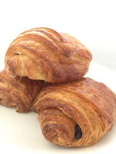 E' l'ora della pate croissant. Biscotti, Pancakes, Bread, Bomboloni, Breakfast, Food, Pain Au Chocolat, Morning Coffee, Brot