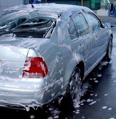 Awesome Car Wash Tips I never knew! How to Wash Your Car to Get Your Ride Good as New! Automotive Detailing, Car Detailing, Car Cleaning Hacks, Car Hacks, Car Wash Tips, How To Wash Car, Wash Car At Home, Diy Car Wash, Hand Car Wash