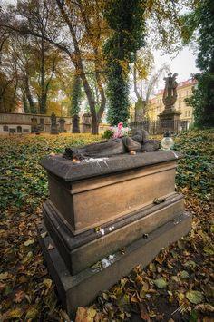 Tajemství Malostranského hřbitova. Legenda o svaté holčičce, která pomáhá dětem