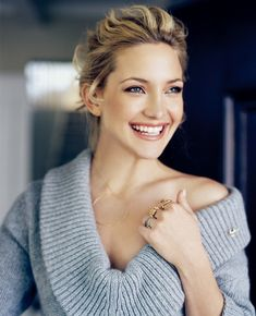 Kate Hudson- love everything about this look: hair, sweater, makeup, jewlery...