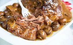 creamy mushroom palette roast is so easy to make and a real treat! - Cuisine -This creamy mushroom palette roast is so easy to make and a real treat! Chuck Roast Recipes, Beef Chuck Roast, Steak Recipes, Slow Cooker Recipes, Crockpot Recipes, Cooking Recipes, Roast Beef, Dinner Crockpot, Lamb Recipes