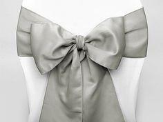 Embellissez vos chaises grâce à ces magnifiques noeuds satinés disponibles en différentes couleurs : http://www.mariage.fr/noeud-de-chaise-mariage-en-satin.html