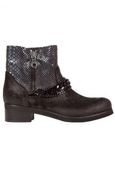 Boots femme bi matière noire et bleu effet écailles irisées et chainettes noires, 159.00 € #fashion