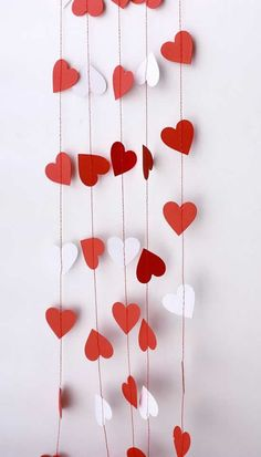 Decoration,Lovely Garland Valentine Decor With White And Red Paper Material Feat Heart Shape Cutting Paper Combine With Red String To Hanging,Sweeties Garland Valentine Decorated Ideas Valentines Day Party, Valentines Day Decorations, Valentine Day Crafts, Happy Valentines Day, Holiday Crafts, Valentine Banner, Photo St Valentin, Decoration St Valentin, Paper Heart Garland