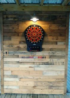 Pallet wall dartboard backdrop - use salvaged materials and make a great feature wall! Dartboard Backer, Dartboard Surround, Dartboard Ideas, Dartboard Wall Protection, Dart Board Box, Game Room Basement, Basement Bathroom, Basement Ideas, Wood