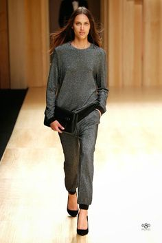 The Spanish fashion brand MANGO was the first which presented a collection during the edition of the fashion show Barcelona 080 Barcelona, Barcelona Fashion, Fashion Brand, Fashion Show, Fashion Outfits, Womens Fashion, Fashion Moda, Mango Presents, Spanish Fashion