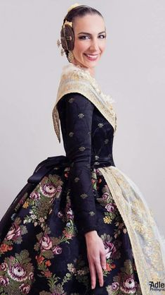 Spanish Costume, Historical Costume, Historical Dress, Fairytale Fashion, Dress Robes, Southern Belle, Fashion History, Dress Me Up, Vintage Dresses