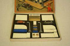 Vintage Lego, Vintage Stuff, Lego System, Legos, Om, Frame, Lego Ideas, Picture Frame, Antique