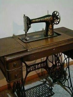 58 New Ideas For Sewing Machine Retro Sweets Treadle Sewing Machines, Antique Sewing Machines, Singer Sewing Machines, Nostalgia, Objets Antiques, My Childhood Memories, Nice Memories, 90s Childhood, Good Old