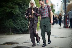 Photographer Eva Al Desnudo shoots us a second report of what people wore at Paris Fashion Week SS18.