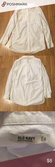 Old Navy white dress shirt Cute shirt can be dressed up or down for work or play.  Would looks amazing with some destroyed boyfriend jeans! Old Navy Tops Button Down Shirts