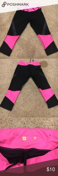 Capri leggings Slightly worn. Great quality! Super cute and flattering. jcpenney Pants Capris