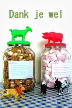 hilde@home: Laatste crechedag ... Diy Xmas Gifts, Diy Presents, Bottles And Jars, Little Gifts, Teacher Gifts, Kids Meals, Dog Food Recipes, Diy And Crafts, Gift Wrapping