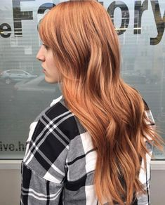 Take a look the strawberry blonde hair color ideas that will fit your needs this summer. Strawberry blonde is a trendy hair color. Black To Blonde Hair, Blonde With Dark Roots, Red Ombre Hair, Blonde Hair Looks, Blonde Hair With Highlights, Hair Color Purple, Hair Color Balayage, Hair Color For Black Hair, Blonde Color