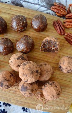 Aprende a elaborar estas riquísimas trufas de chocolate en su versión saludable y vegana. Listas en 10 minutos o menos, con pocos ingredientes y deliciosas!