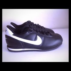 Nike Cortez '07 classic leather black white Brand new Nike Cortez '07 classic leather black white youth size4y,4.5y,5.5y,6.5y equivalent to women 5.5,6,7,8 with box NO TRADES Nike Shoes Athletic Shoes