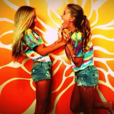 We should do this for six flags day with tie dye shirts! @juliaburtt