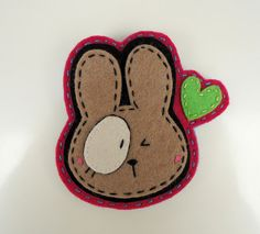 Meia Lua Felt Crafts, Diy Crafts, Felt Keychain, Felt Templates, Felt Hair Clips, Crochet Bookmarks, Easy Sewing Projects, Animal Crafts, Felt Art