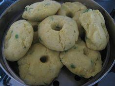 Gujarati Food Made Easy: Kapooriya / Kapuriya / Gora recipe (Steamed Balls of Rice and Dahl/Dal)