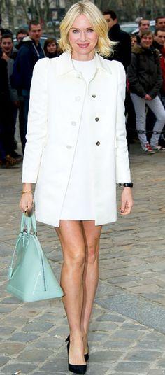 Naomi Watts en Louis Vuitton. ¡Así se lleva el blanco con estilo!