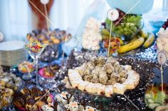 Candy bar #candy #shine Olaf, White Flowers, Party Themes, Candy, Sweets, Candy Bars, Chocolates