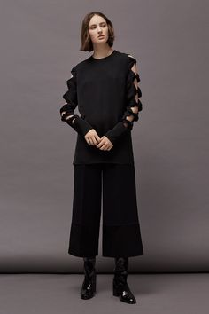 See the complete Victoria Victoria Beckham Fall 2017 Ready-to-Wear collection.