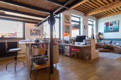 L'espace bureau sous la mezzanine. Un canut Mix & Match dans un esprit loft atelier © www.lalaklak.com © photos Thomas Marquez