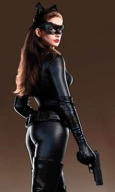 Batman is the best - Anne Hathaway Catwoman Suit Catwoman Cosplay, Catwoman Suit, Anne Hathaway Catwoman, Anne Jacqueline Hathaway, Beauty And Fashion, The Dark Knight Rises, Cinema, Meryl Streep, Batgirl