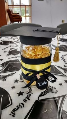 Graduation is an important milestone, and you can celebrate it in creative ways. Many graduation party ideas only need a little creativity and small budget to Graduation Crafts, Outdoor Graduation Parties, Graduation Party Centerpieces, Graduation Party Planning, College Graduation Parties, Graduation Decorations, Graduation Party Decor, Graduation Ideas, Preschool Graduation