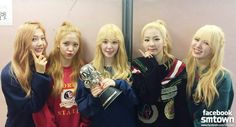 Red Velvet 레드벨벳 korean pop girl group kpop Members: Irene, Seulgi, Wendy, Joy and Yeri  Irene (아이린) Bae Juhyun (김성경) Seul Gi (슬기) Kang Seul Gi (강슬기) Wendy (웬디) Son Seungwan (손승완) Wendy Son (웬디손) Joy (조이) Park Soo Young (박수영) Yeri (예리) Kim Yerim (김예림)