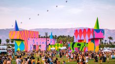 The Coachella Valley Music and Arts Festival begins Friday and while visitors prepare for a heat wave, brands prepare to reach waves of consumers. Every year, brands flock to Coachella. Coachella Lineup, Coachella 2018, Coachella Festival, Art Festival, Coachella California, Coachella Valley, Music Festivals Usa, Coachella Pictures, Firefly Music
