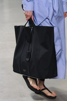 Fashion Ideas Night Out Fashion Images, Look Fashion, Retro Fashion, Womens Fashion, Fashion Ideas, Tote Bags, Duffle Bags, Under Armour Sweatshirts, Transparent Bag