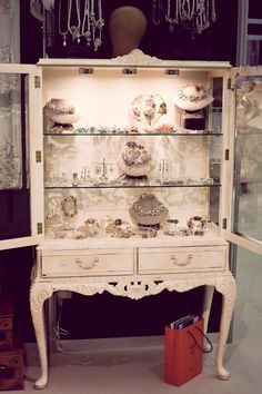 Ideas Jewerly Shop Interior Display For 2019 Boutique Interior, Boutique Decor, Boutique Design, Boutique Ideas, Bridal Shop Interior, Bridal Boutique, Design Shop, Store Design, Jewellery Storage