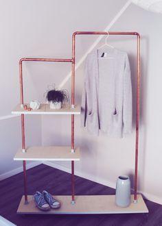 Auf meinem Blog erkläre ich euch, wie ihr diese tolle Garderobe aus Kupferrohr und Brettern bauen könnt.