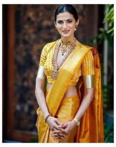 Blouse Back Neck Designs, Silk Saree Blouse Designs, Fancy Blouse Designs, South Indian Sarees, Indian Silk Sarees, Indian Beauty Saree, South Indian Wedding Saree, South Silk Sarees, Saree Wearing Styles